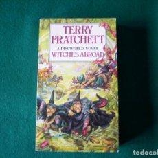 Libros de segunda mano: WITCHES ABROAD - A DISCWORLD NOVEL - TERRY PRATCHETT-CORGI BOOKS - 1991 - (EN INGLES). Lote 208664347