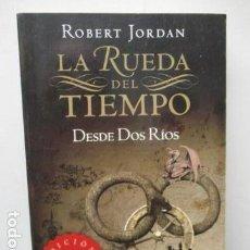 Libros de segunda mano: DESDE DOS RÍOS. LA RUEDA DEL TIEMPO - ROBERT JORDAN. Lote 163418366