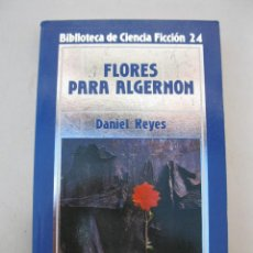 Libros de segunda mano: FLORES PARA ALGERNON - DANIEL KEYES - BIBLIOTECA DE CIENCIA FICCIÓN Nº 24 - ORBIS - AÑO 1985.. Lote 165207106