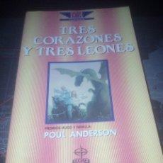 Libros de segunda mano: TRES CORAZONES Y TRES LEONES POUL ANDERSON ÍCARO PREMIOS HUGO Y NEBULA. Lote 172016782