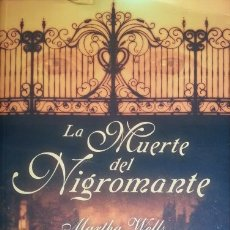 Libros de segunda mano: LA MUERTE DEL NIGROMANTE. - WELLS, MARTHA.. Lote 173694999