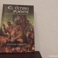 Libros de segunda mano: LIBRO DE GESTAS DE MALAZ Nº 1 (EL ÚLTIMO PUENTE) Y Nº 2 (LOS JARDINES DE LA LUNA) (STEVEN ERIKSON). Lote 177671234