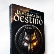 Libros de segunda mano: LA ESPADA DEL DESTINO | SAPKOWSKI, ANDRZEJ | BIBLIÓPOLIS 2003 (1ª ED.). Lote 178242735