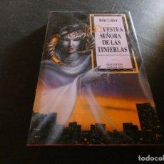 Libros de segunda mano: FRITZ LIEBER NUESTRA SEÑORA DE LAS TINIEBLAS PESA 400 GRAMOS GRAN FANTASY. Lote 178903698