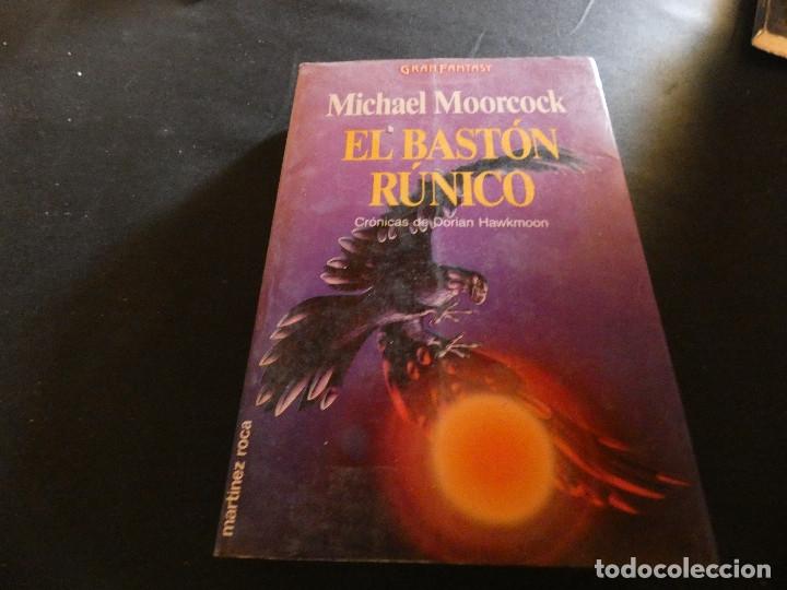 PESA MAS DE 500 MICHAEL MOORCOCK EL BASTON RUNICO (Libros de Segunda Mano (posteriores a 1936) - Literatura - Narrativa - Ciencia Ficción y Fantasía)