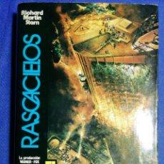 Libros de segunda mano: RASCACIELOS. RICHARD MARTIN STERN. BUEN ESTADO. Lote 182050707