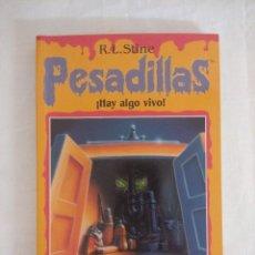 Libros de segunda mano: LIBRO PESADILLAS Nº22/¡HAY ALGO VIVO!/R.L.STINE-EDICIONES B.. Lote 182669473