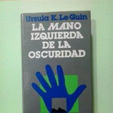 Libros de segunda mano: LMV - LA MANO IZQUIERDA DE LA OSCURIDAD. URSULA K. LE GUIN. Lote 182939878