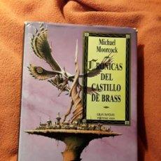Libros de segunda mano: CRONICAS DEL CASTILLO DE BRASS, DE MICHAEL MOORCOCK. MULTIVERSO. MARTINEZ ROCA, 1992. Lote 192058700