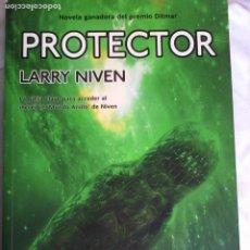 Libros de segunda mano: LARRY NIVEN. PROTECTOR.. Lote 194229770