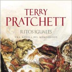 Libros de segunda mano: RITOS IGUALES (MUNDODISCO 3). - PRATCHETT, TERRY.. Lote 194994558