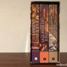 Libros de segunda mano: DRAGONLANCE. LEYENDAS DELA DRAGONLANCE 3 VOLÚMNES EN ESTUCHE. M. WEIS Y T. HICKMAN. Lote 195123030