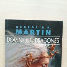 Libros de segunda mano: DOMINO DE DRAGONES. GEORGE R.R. MARTIN. GIGAMESH, 2012.. Lote 195450461