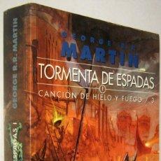 Libros de segunda mano: TORMENTA DE ESPADAS 1 - CANCION DE HIELO Y FUEGO 3 - GEORGE R.R.MARTIN. Lote 195465131
