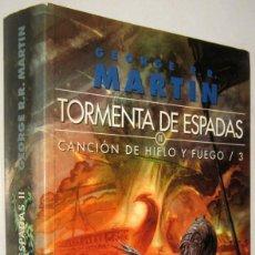 Libros de segunda mano: TORMENTA DE ESPADAS 2 - CANCION DE HIELO Y FUEGO 3 - GEORGE R.R.MARTIN. Lote 195465805