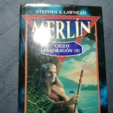 Libros de segunda mano: MERLÍN. CICLO PANDRAGON II. STEPHEN R LAWHEAD. TAPA DURA. Lote 200769635