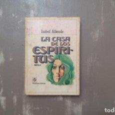 Libros de segunda mano: LA CASA DE LOS ESPÍRITUS DE ISABEL ALLENDE. Lote 206300127