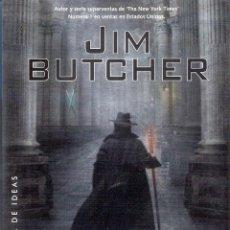 Libros de segunda mano: UN PEQUEÑO FAVOR - JIM BUTCHER. Lote 221744215