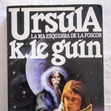 Libros de segunda mano: LA MÀ ESQUERRA DE LA FOSCOR. URSULA K. LE GUIN. 1 EDICIÓ EN CATALÀ. PLENILUNI, 1985.. Lote 210326030