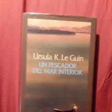 Libros de segunda mano: UN PESCADOR DE MAR INTERIOR, DE URSULA K. LE GUIN. EXCELENTE. MINOTAURO, 1996 (1A ED.). TAPA DURA. Lote 214052343