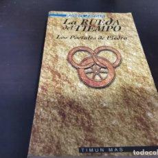 Libros de segunda mano: LA RUEDA DEL TIEMPO 4 LOS PORTALES DE PIEDRA ROBERT JORDAN ED. TIMUN MAS 1998. Lote 217477815