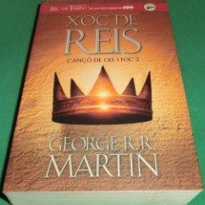 Libros de segunda mano: XOC DE REIS (CANÇÓ DE GEL I FOC 2) JOC DE TRONS / GEORGE R.R. MARTIN (LLIBRE COM NOU). Lote 218580842