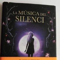 Libros de segunda mano: LA MÚSICA DEL SILENCI. Lote 221780957