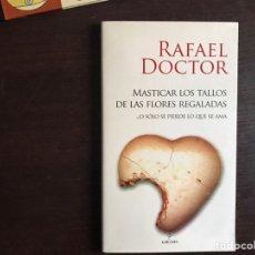 Livres d'occasion: RAFAEL DOCTOR. MASTICAR LOS TALLOS DE LAS FLORES REGALADAS… O SÓLO SE PIERDE LO QUE SE AMA.. Lote 222513706