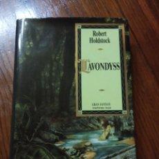 Libros de segunda mano: LAVONDYSS - ROBERT HOLDSTOCK - GRAN FANTASY, MARTÍNEZ ROCA.. Lote 234946855