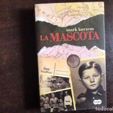 Libros de segunda mano: LA MASCOTA. MARK KURZEM. COMO NUEVO. Lote 236474025
