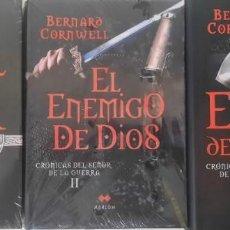 Libros de segunda mano: CRÓNICAS DEL SEÑOR DE LA GUERRA: EL REY DE INVIERNO, EL ENEMIGO DE DIOS, EXCALIBUR. Lote 237486030