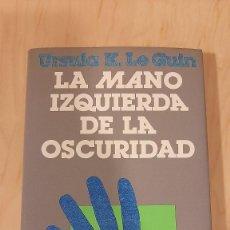 Libros de segunda mano: LA MANO IZQUIERDA DE LA OSCURIDAD. URSULA K. LE GUIN. ED. MINOTAURO.. Lote 239879430