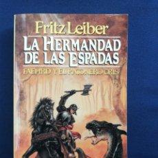 Libros de segunda mano: LA HERMANDAD DE LAS ESPADAS. FAFHRD Y EL RATONERO GRIS. FRITZ LEIBER. Lote 240641110