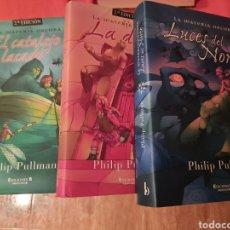 Libros de segunda mano: TRILOGÍA LA MATERIA OSCURA (LA BRÚJULA DORADA) - PHILIP PULLMAN. Lote 241520900