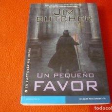 Libros de segunda mano: UN PEQUEÑO FAVOR HARRY DRESDEN 10 ( JIM BUTCHER ) 1ª EDICION ¡BUEN ESTADO! LA FACTORIA DE IDEAS 2013. Lote 241630595