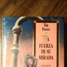Libros de segunda mano: LA FUERZA DE SU MIRADA. TIM POWERS. PRECINTADO. GRAN FANTASY. MARTÍNEZ ROCA.. Lote 246153390
