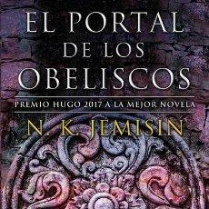 Libros de segunda mano: EL PORTAL DE LOS OBELISCOS (LA TIERRA FRAGMENTADA 2). Lote 254085075