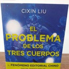 Libros de segunda mano: EL PROBLEMA DE LOS TRES CUERPOS - CIXIN LIU - EDICIONES B, 2016, 1ª EDICION, BARCELONA. Lote 254630260