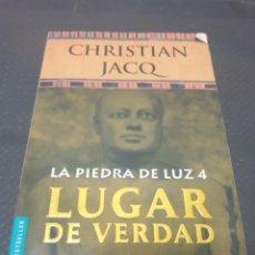 Libros de segunda mano: LA PIEDRA DE LUZ 4, LUGAR DE VERDAD, 2001, CHRISTIAN JACQ. Lote 269619488