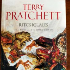Livres d'occasion: TERRY PRATCHETT. RITOS IGUALES.. Lote 269736878