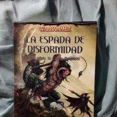 Libros de segunda mano: LA ESPADA DE LA DISFORMIDAD, DE DAN ABNETT Y MIKE LEE. MALUS DARKBLADE WARHAMMER TIMUNMAS. Lote 273140108