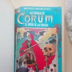 Libros de segunda mano: LAS CRÓNICAS DE CORUM -EL SEÑOR DE LAS ESPADAS - ENVUADERNADO 16 COMICS FIRST MICHAEL MOORCOCK. Lote 277729018