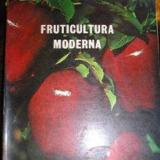 Libros de segunda mano: FRUTICULTURA MODERNA (TOMO 1), POR NORMAN CHILDERS - EDIT. HEMISFERIO SUR - URUGUAY - RARO!. Lote 38705347