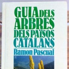 Libros de segunda mano: GUIA DELS ARBRES DELS PAÏSOS CATALANS. RAMON PASCUAL KAPEL, 1ª EDICIO 1985.. Lote 56382045