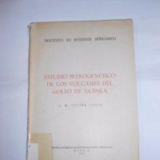 Libros de segunda mano: ESTUDIOS PETROGENETICO DE LOS VOLCANES DEL GOLFO DE GUINEA. J.M. FUSTER CASAS. TDK253. Lote 70278153