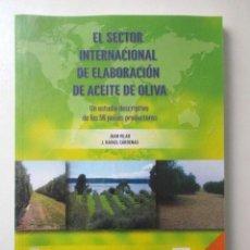 Libros de segunda mano: EL SECTOR INTERNACIONAL DE ELABORACIÓN DE ACEITE DE OLIVA, JUAN VILAR, J.RAFAEL CÁRDENAS, OTOÑO 2016. Lote 72927911