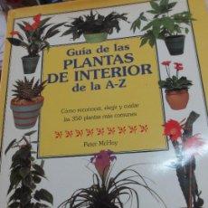 Libros de segunda mano: GUÍA DE LAS PLANTAS DE INTERIOR DE LA A-Z PETER MCHOY EDIT AGATA AÑO 1996. Lote 89656228