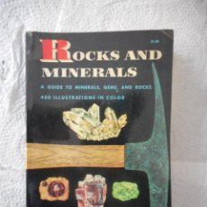 Libros de segunda mano: ROCKS AND MINERALS. HERBERT S. ZIM. GOLDEN PRESS NEW YORK. 160 PÁGINAS. 1962. BUEN ESTADO. Lote 93790380
