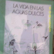 Libros de segunda mano: LIBRO Nº 1004 LA VIDA EN LAS AGUAS DULCES. Lote 101232839