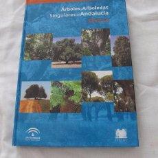 Libros de segunda mano: ARBOLES Y ARBOLEDAS SINGULARES SEVILLA 2003. Lote 102501735